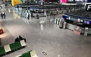 航空機の発着が減り、閑散とした成田空港(3月26日)
