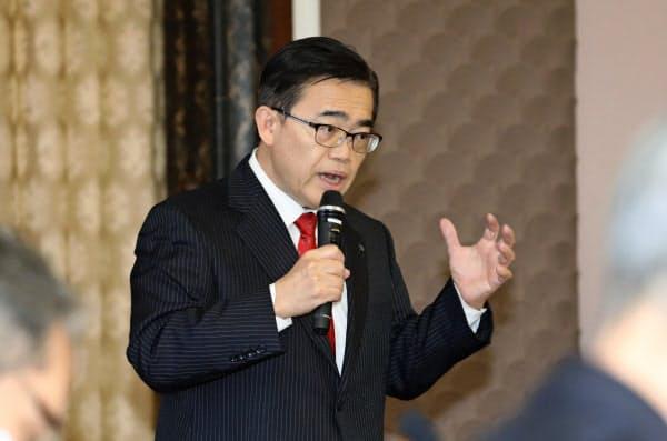 愛知県独自の「緊急事態宣言」を出した大村知事(10日、愛知県庁)