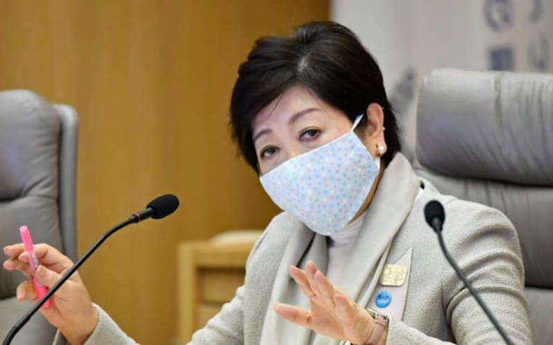 新型コロナウイルス感染症対策本部会議で発言する東京都の小池知事(10日、都庁)