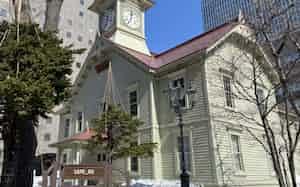 観光名所の時計台も、緊急事態宣言で人影はなかった(18日、札幌市)