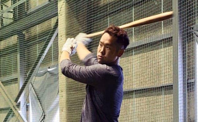打撃練習するオリックスのT―岡田(10日、大阪市)=球団提供・共同