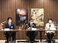 仙台七夕まつり中止について記者会見する鎌田会長(中)ら(10日、仙台市)