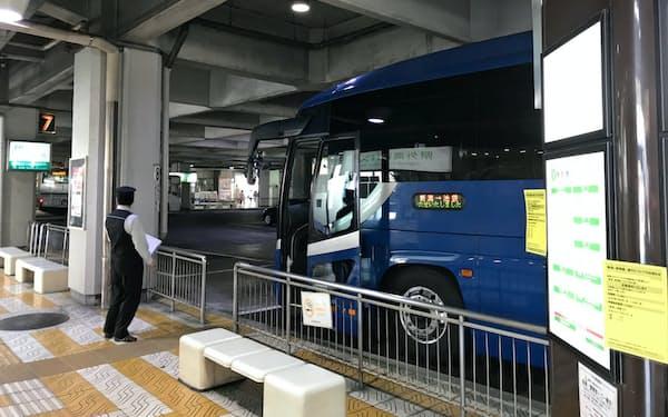 新潟交通では新潟―東京線を11日から当面運休する(8日、新潟市の万代シテイバスセンター)