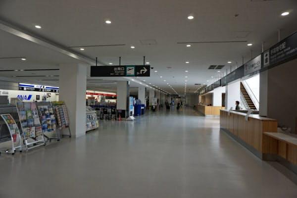 運休・減便が相次ぎ、人影がまばらな静岡空港(静岡県牧之原市)