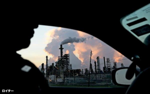 製油所も新型コロナが原因なら環境規制を守らなくても罰則は科されない=ロイター