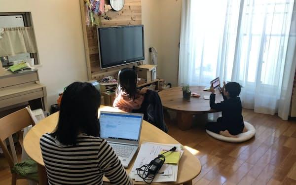 保育園などの利用自粛に伴い子供がいる家で仕事する親が急増している(東京都台東区)