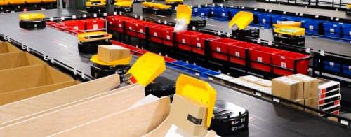 荷物を1時間あたり1.5万件仕分ける(同)