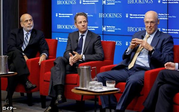 米国の元財務長官、元FRB議長らは人命と経済をともに救えと訴える(右からポールソン氏、ガイトナー氏、バーナンキ氏)=ロイター