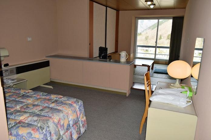 者 コロナ ホテル 軽症 【新型コロナ】自宅待機する患者がいるのに、軽症者用ホテルの使用率が低いままの理由とは?
