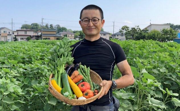 久松達央氏は様々な野菜を栽培する(茨城県土浦市)