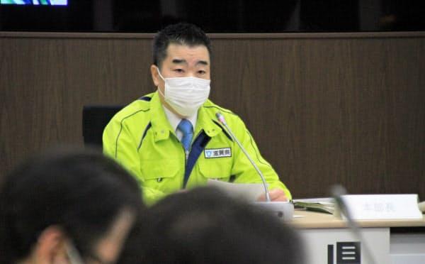緊急事態宣言の対象拡大を受けて「しが5分の1ルール」を呼びかける滋賀県の三日月大造知事(16日、滋賀県庁)