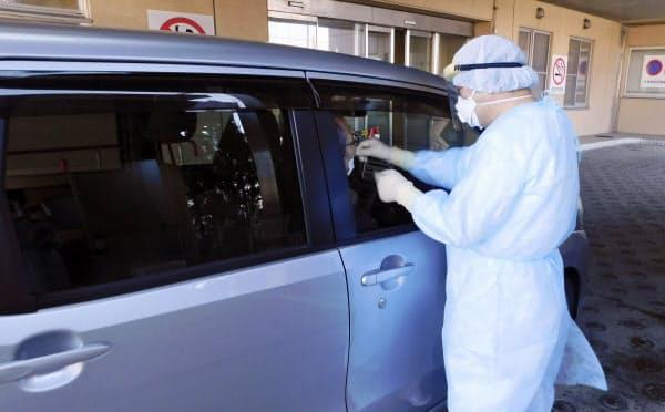 一部の自治体では先行してドライブスルー方式の検査を実施してきた(3月、新潟市)=同市提供