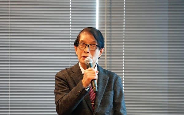 開催に先立って行われた会見での俳句と動画の関係を語る、中村和弘現俳協会長