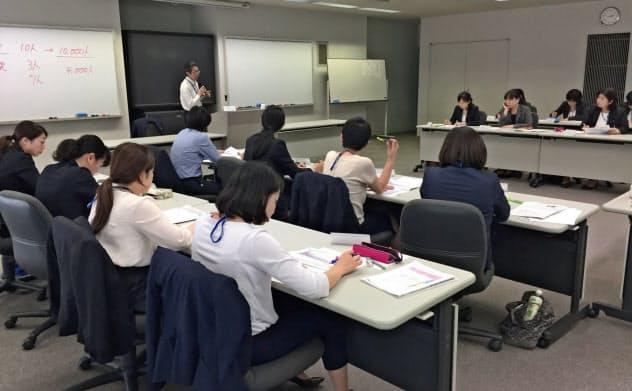 女性管理職養成講座も開かれている