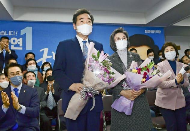 韓国総選挙の注目区で当選し、次期大統領有力候補の地歩を固めた与党「共に民主党」の李洛淵前首相=ソウル(共同)