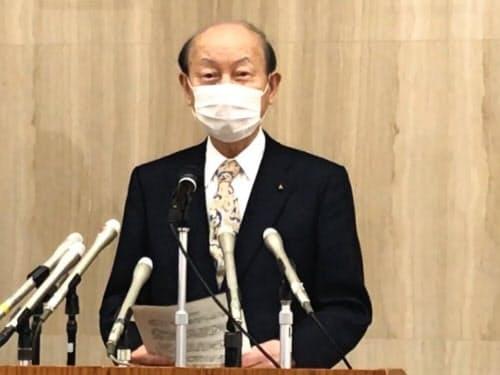 富山県の対応を説明する石井知事(17日、富山市)