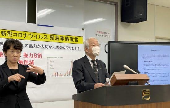 支援金の詳細を発表する兵庫県の井戸敏三知事(17日、神戸市)