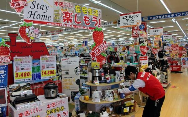 コジマは休校や在宅勤務の広がりを受け、調理家電などを集めた売り場を設けた(15日、宇都宮市)
