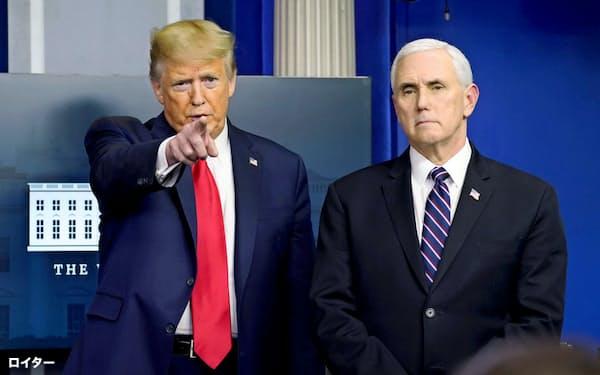 ペンス米副大統領(右)は保守派団体首脳と定期的に電話会議を開き、新型コロナ対策で意見を交わしてきた=ロイター