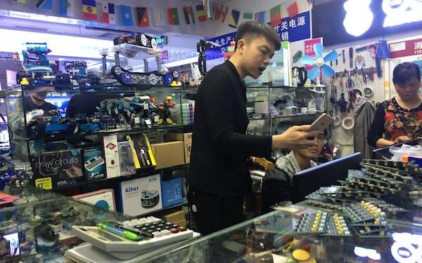 深圳発で中国デジタル技術が世界に浸透していく(深圳の電子部品街で)