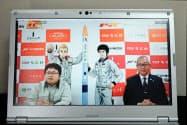 MOMO5号機の打ち上げ予定日を発表する稲川貴大社長(左)と大樹町の酒森正人町長
