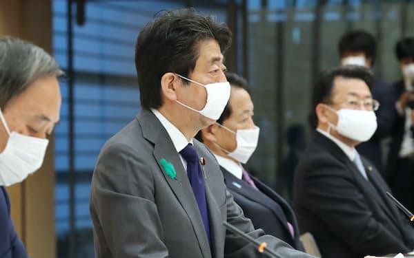 政府・与党政策懇談会であいさつする安倍首相(20日、首相官邸)