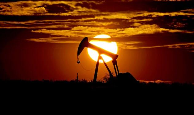NY原油先物は価格がマイナス圏に落ち込む異常事態に(米テキサス州の油田)=AP