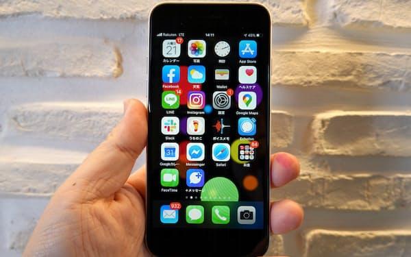 新型iPhone SEの外観。ホワイトモデルでも前面は黒い