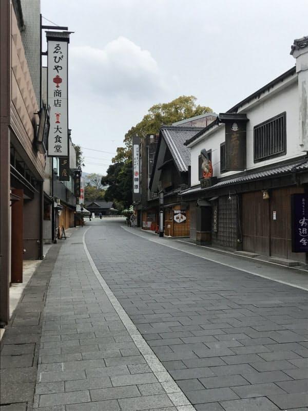 17日からほとんどの店が休業した伊勢神宮の門前通り(伊勢市)