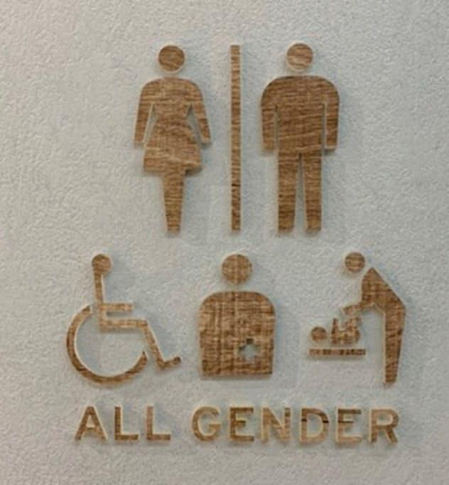 ホンダは本社や工場の多目的トイレに、LGBTを意識したマークを設置している