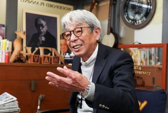 「この機会にワードローブの総点検をしてみるのもいいですよ」と話す石津祥介さん(東京都港区の石津事務所)