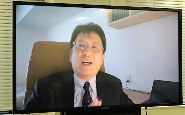 テレビ会議システムを通じてインタビューに答える熊本市の大西一史市長