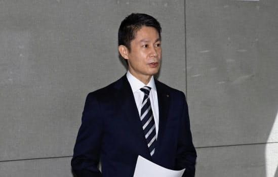21日の記者会見の発言について釈明する湯崎知事(22日、広島県庁)