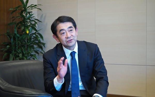 インタビューに応じる三井化学の橋本修社長