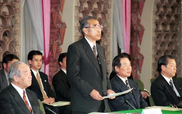 小渕首相は人間の安全保障を外交の柱の一つに据えた(2000年1月、「21世紀日本の構想」懇談会で)