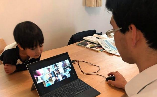 三田国際の大野智久先生は13日から始まった遠隔授業を自宅から行っている(大野氏提供)