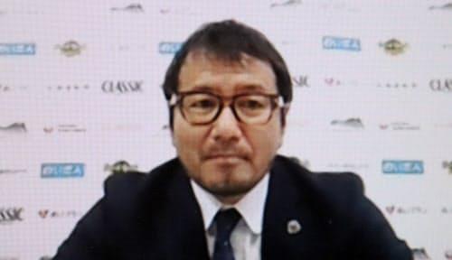 オンライン上で取材に応じる野々村芳和社長(24日、札幌市)