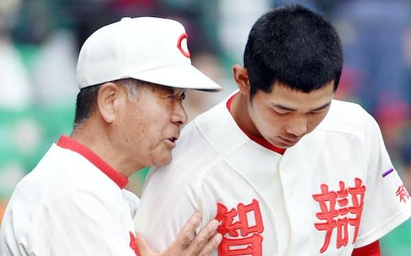 高嶋氏(左)は困難に直面した時に「前を向けるかが試されている」と語る(写真は2018年)