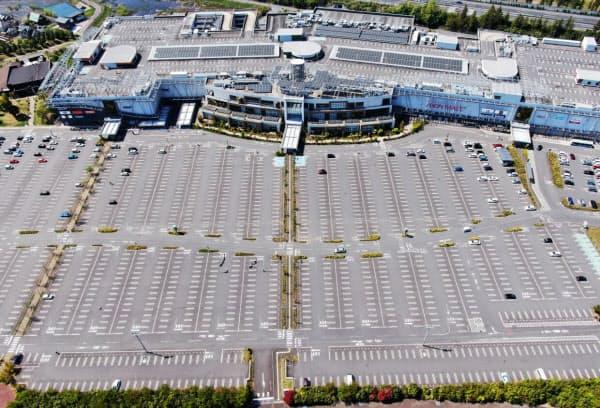 専門店街が休館し、駐車場に空きが目立つイオンモールつくば(25日午後、茨城県つくば市)