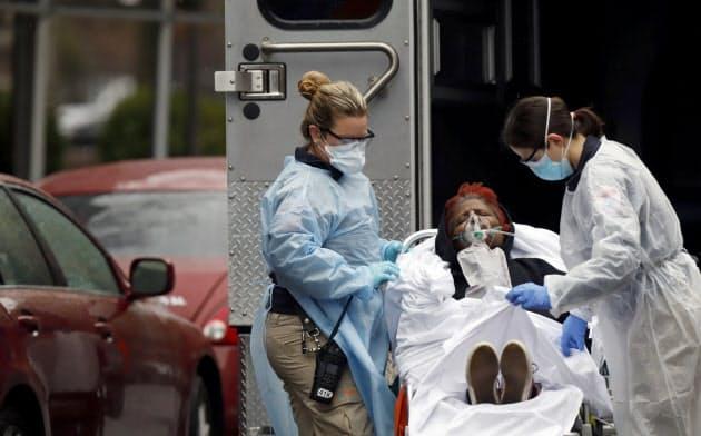 新型コロナウイルスによる重症患者には高齢者以外も多い(ニューヨーク市)=ロイター