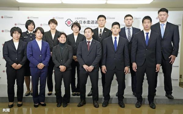 全柔連は東京五輪代表選手の処遇や男子66キロ級の選考方式を5月15日に協議する(2月、代表に決まった選手ら)=共同