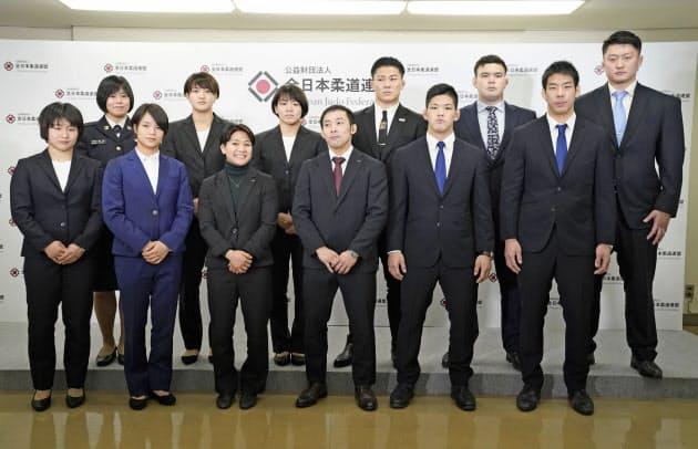 全柔連は東京五輪代表13人の維持を正式に承認した。男子66キロ級の選考方式は新型コロナの感染状況を踏まえながら検討される(2月、代表に決まった選手ら)=共同