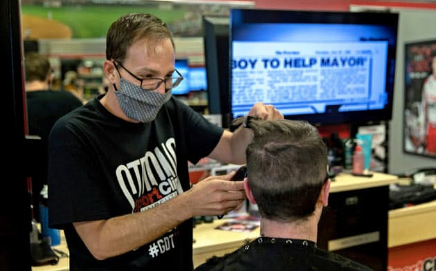 南部ジョージア州では4月下旬から理髪店などの営業が再開している=ロイター
