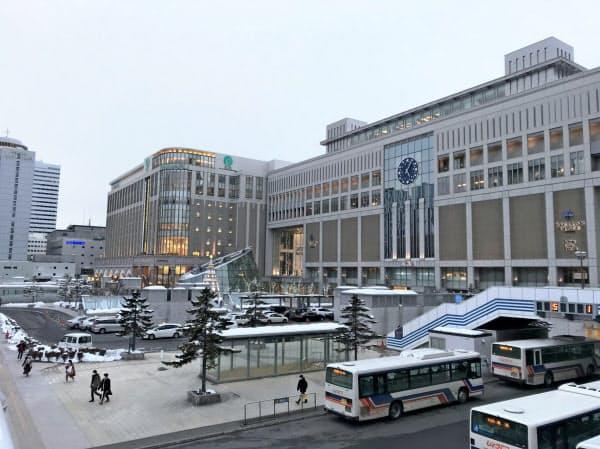 ポイント上乗せの中止に加え、入場規制も検討されている(写真は札幌駅前)
