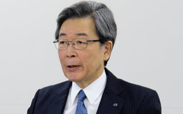 北海道経済連合会の真弓明彦会長(22日、札幌市)