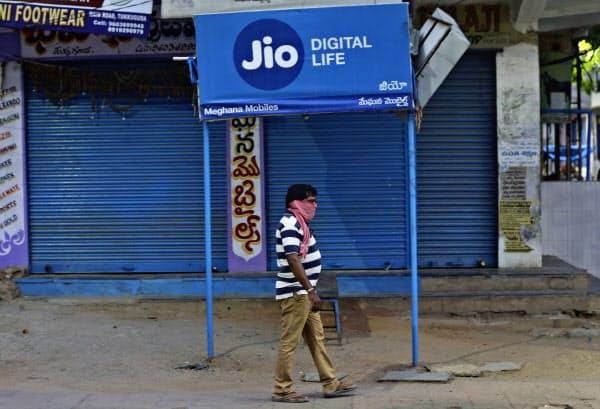 ジオは最後発ながら、インド通信業界で最大手に位置する=AP