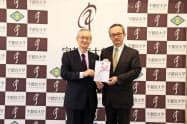 光陽エンジニアリングの飯村会長(左)と宇都宮大学の石田学長