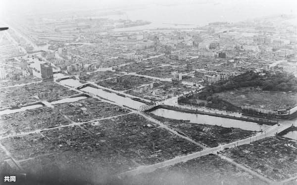 空襲で焼けた横浜市街(1945年)=共同