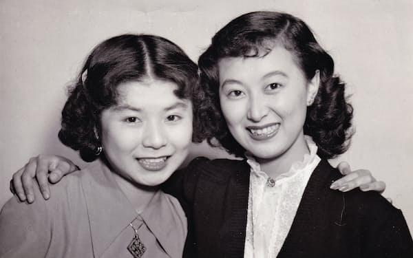 小園蓉子さん(左)と(新人女優の頃)