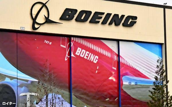 ボーイングのカルホーンCEOは航空旅客の低迷が2~3年続くと説明した(ワシントン州の施設)=ロイター